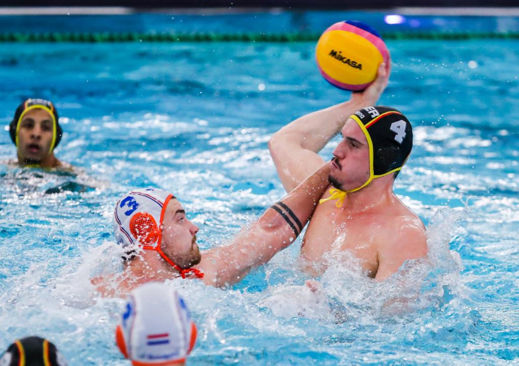 Wasserballer müssen sich trotz starker Aufholjagd geschlagen geben